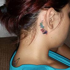 耳后书本小鸟纹身图案