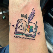 手腕书本纹身图案