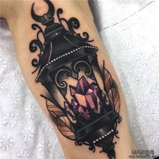 黑色路灯中紫水晶纹身图案