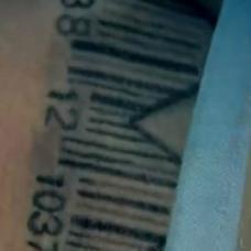 越狱主角手臂条码数字纹身