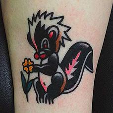 小腿松鼠纹身图片