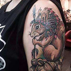 大臂松鼠酋长纹身图片