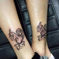 情侣脚踝松鼠纹身图片