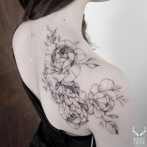 肩部素花纹身,女生性感小清新花朵纹身