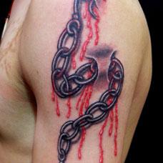 手臂上的3D锁链纹身图案