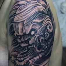 大臂个性唐狮纹身图案