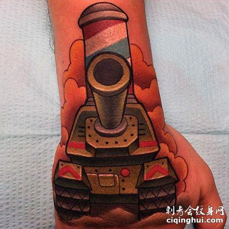 手部卡通坦克纹身图案