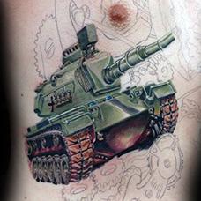 胸前军绿色坦克纹身图案