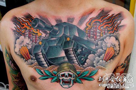 胸前霸气的坦克纹身图案