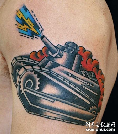 大臂个性的坦克纹身图片
