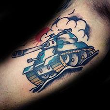 大臂内侧坦克纹身图案