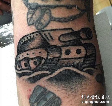 手臂主站坦克纹身图案