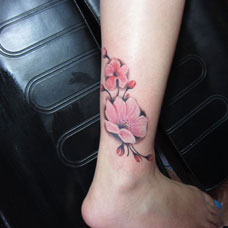 脚踝粉色桃花纹身图案