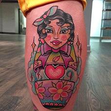 小腿美女套娃纹身图片