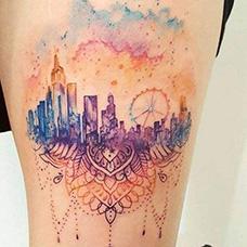 大腿水彩城市和天空纹身图案