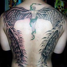 背部大翅膀天使纹身图案