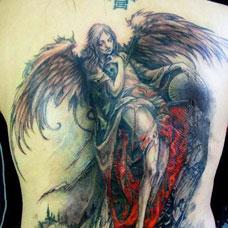 满背精美的天使纹身图案