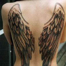背部一对天使翅膀纹身图案