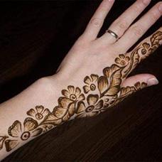 手部天竺葵纹身图片
