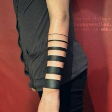 黑色条纹渐变手环个性纹身