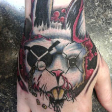 手背独眼兔子纹身图案
