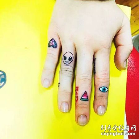 手指外星人纹身图案