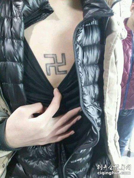 胸前万字符卍纹身图案