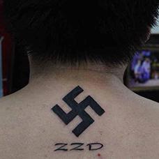 肩部万字符纹身图案