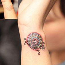 手腕疤痕遮盖蜗牛纹身图片
