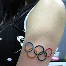 女生大臂奥运五环纹身图案