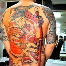 满背帅气武士纹身图片