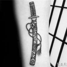 经典日本武士刀点刺纹身