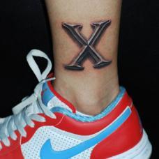 脚踝上超酷的字母X纹身图案