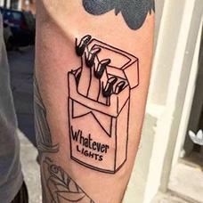 手臂创意高跟鞋香烟纹身图案