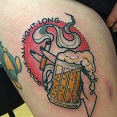 大腿啤酒和香烟纹身图片
