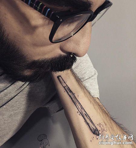 小臂个性的香烟纹身图片