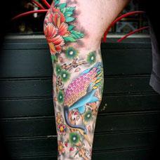 小腿仙鹤牡丹花纹身图案