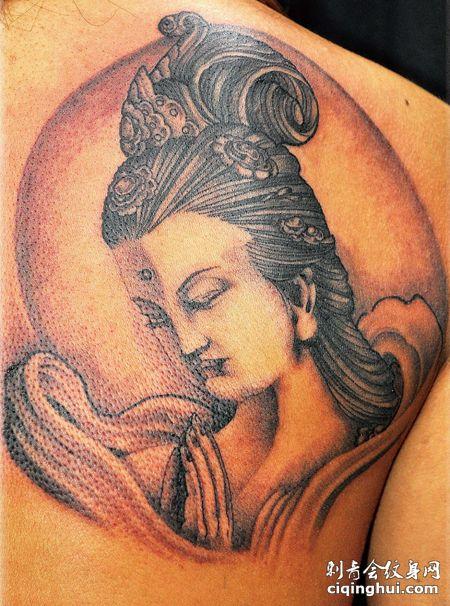 后背上的仙女纹身图案