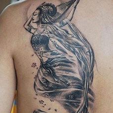 背部飞天仙女纹身图案