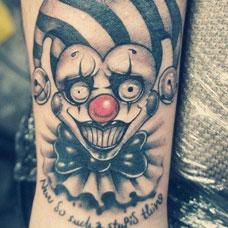 手臂有趣的小丑纹身图案