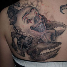 背部小丑纹身图案