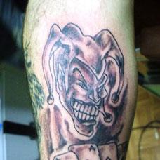 小腿小丑与扑克牌纹身图案