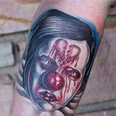 手臂血色小丑纹身图案