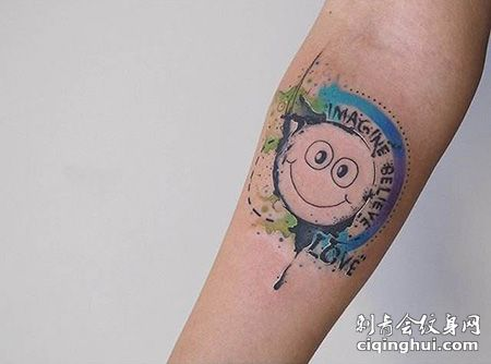 手臂可爱的笑脸纹身图案