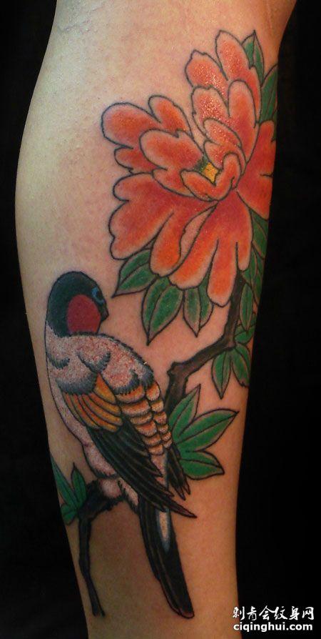 手臂小鸟牡丹花纹身图片