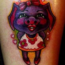 小腿卡通小猪纹身图片