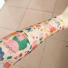 手臂大量小猪佩奇纹身图案