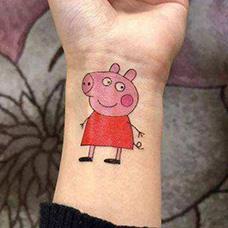 手腕可爱的小猪佩奇纹身图片