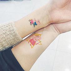 情侣手腕小猪佩奇纹身图案