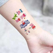手腕可爱的小猪佩奇纹身图案
